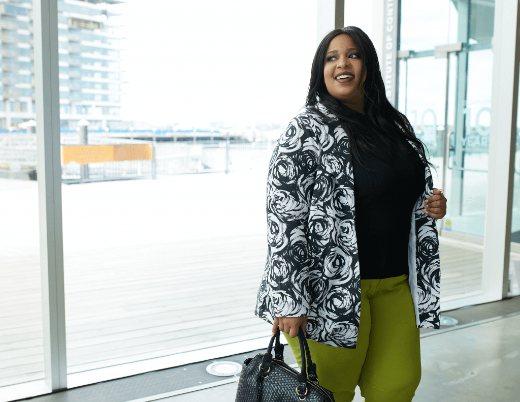 Plus Size Blogger wearing Metrostyle
